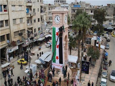 مصدران: جماعات المعارضة بدأت سحب الأسلحة الثقيلة من إدلب