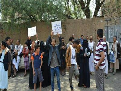 الحوثيون يعتقلون محتجين في صنعاء بينهم طالبات