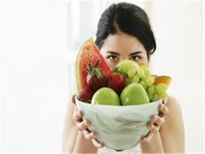 متى تكون الفاكهة خطر على الصحة؟.. خبير تغذية يجيب