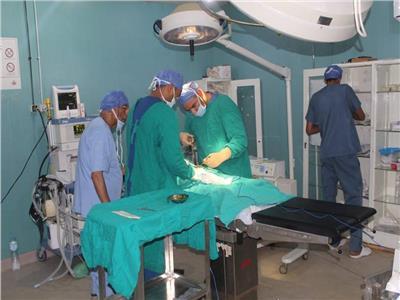 قافلة الأزهر تختتم عملها بالواحات بعد فحص 4600 مريض وإجراء 248 عملية