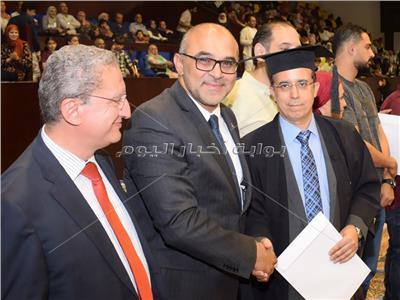 نادي الزهور يكرم الكاتب الصحفي طارق عبد العزيز