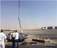 سائق يصطدم ببرج اتصالات داخل أرض المهبط بالمطار