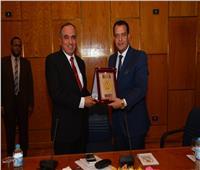 نقيب الصحفيين: التحديات التي تواجه مصر لا تقل خطورة عن حرب أكتوبر
