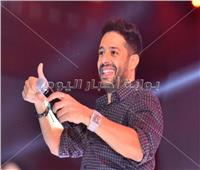 صور| حماقي يختص طلاب «تجارة الإسكندرية» بأغنية من ألبومه الجديد