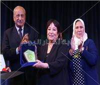 صور| تكريم سميرة عبد العزيز بمهرجان «المسرح الحر»