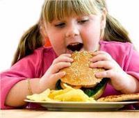 استشاري يحذر من خطر إصابة الأطفال بالسمنة