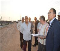 صور| مدبولي يتفقد أعمال تطوير طريق الواحات بمدينة 6 أكتوبر