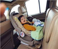 تعرفي على شروط أختيار كرسي الطفل بالسيارة وكيفية تركيبه
