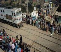 مصرع سائق سيارة اقتحم المزلقان لحظة مرور قطار «مطروح الإسكندرية»