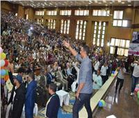 هشام الجخ يشعل حفل كلية التجارة بجامعة سوهاج