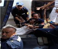صور| استخراج سائق من داخل سيارة نقل عقب انقلابها بالتجمع الخامس