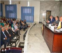 محافظ سوهاج يبحث مع وفد البنك الدولى تنفيذ مشروعات التنمية المحلية