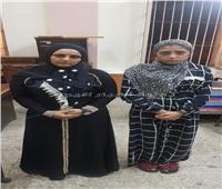 القبض على خادمتين لسرقتهما شقة شاب في الموسكي