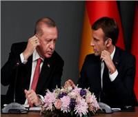 ماكرون: المجتمع الدولي سيراقب لضمان استمرار وقف إطلاق النار في سوريا