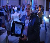 جامعة قناة السويس تكرم رئيس «عقول عظيمة» لدعمه شباب الأطباء