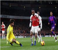 لاكازيت يسجل هدف التعادل لأرسنال في ليفربول
