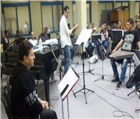 هاني شاكر يجري بروفات حفل مهرجان الموسيقى العربية