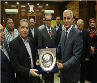 «عباس» يكرم محافظي المنوفية السابقين: كلنا جنود مصر الأوفياء