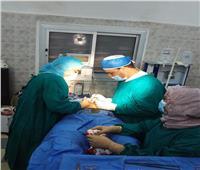 «الأزهر» ينظم قافلة طبية بأسوان ..ويؤكد: إجراء 136 عملية جراحية