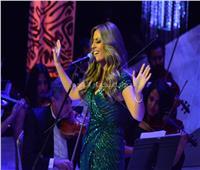 صور| نهال نبيل تغني لشادية وفيروز على المسرح الكبير