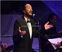 صور| علي الحجار يختتم حفل الموسيقى العربية بأغنية «بوابة الحلواني»