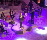 هاني شاكر يستهل حفل «الموسيقى العربية» بالنشيد الوطني