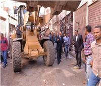 محافظ أسيوط يترأس حملة إزالة إشغالات بحي غرب ويأمر برصف القيسارية