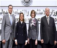 هشام عرفات يستعرض المشروعات والفرص الاستثمارية لقطاع النقل