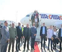 محافظ البحر الأحمر يستقبل رئيس المجلس النيابى الصربى بمطار الغردقة الدولي
