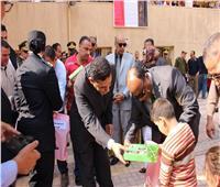 مدير أمن الغربية يقدم حلوى المولد لطلاب «النور للمكفوفين» بطنطا