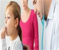 9 علامات تؤكد خطورة الكحةعلى الأطفال