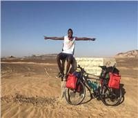 حكايات| سيسيه النوبي.. قهر الاكتئاب بـ«دراجة» ويحبه سائقو «التريلات»