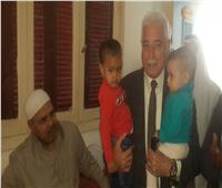 محافظ جنوب سيناء: يزور كبير سائقي المحافظة المريض بمنزله