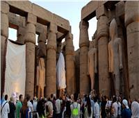 «الآثار»: ترميم تمثالي رمسيس الثاني في فناء معبد الأقصر