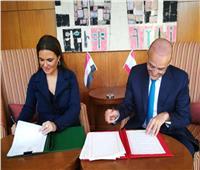 سحر نصر توقع محضر نتائج لجنة المتابعة للجنة العليا «المصرية-اللبنانية»