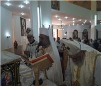 «الأنبا عمانوئيل» يترأس القداس الإلهي برعية العائلة المقدسة بسفاجا