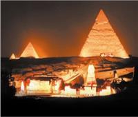 الآثار توضح حقيقة إضاءة الأهرامات بعلم السعودية