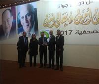 الكاتب الصحفي خالد ميري يتسلم جائزة «جريدة العام اليومية» لـ«الأخبار»