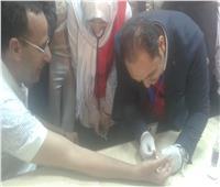 محافظ شمال سيناء يجري فحص «فيروس سي» بالعريش