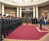 وزير الداخلية يشهد مراسم تخريج دفعة من الضباط المتخصصين بكلية الشرطة