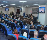 محافظ الإسكندرية يستمع لشكاوى 50 مواطنًا ويوجه بحلها