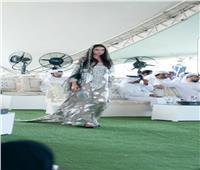 صور| منى المنصوري تبهر الحضور بعرض أزياء تراثي في عيد الإمارات الوطني