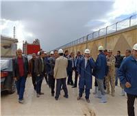 محافظ الإسكندرية يتفقد موقع حريق تنك البنزين بشركة للبترول