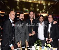 صور| تكريم تامر حسني وهنيدي ومنة شلبي بمهرجان «نجم العرب»
