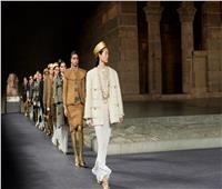 «شانيل» تقدم عرض أزياء على الطراز الفرعوني