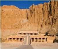 الدير البحري بالأقصر يشهد تعامد الشمس بجوار مقابر النبلاء