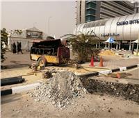 بوابات إلكترونية وأكشاك تحصيل أمام الصالات بمطار القاهرة