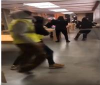 فيديو| ملثمون ينهبون متجر «آبل» في فرنسا