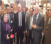 رئيس مصلحة الجمارك يتفقد سير العمل بقرية البضائع بالقاهرة