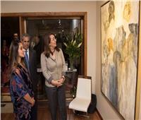 وزيرة التضامن تفتتح معرض «الأم هي» للفنانة التشكيلية «دينا»